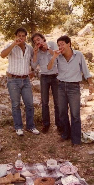 Liban, początek lat osiemdziesiątych z dwoma przyjaciółmi. (Stoję w środku.)