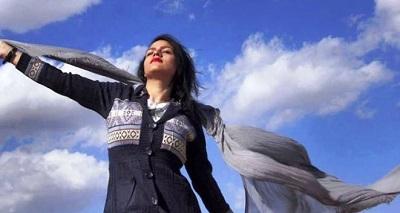 Dla kobiet w Iranie symbolem buntu jest odrzucenie zasłony. (Zdjęcie ze strony na FB \