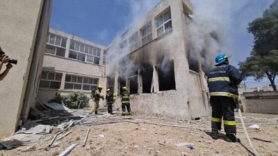 Izraelska szkoła w Aszkelon po uderzeniu rakietą Hamasu 18 maja 2021, Zdjęcie Wikimedia Commons.