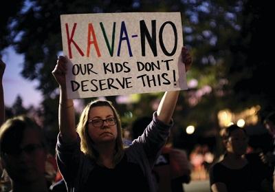 Kobieta protestuje przeciwko Brettowi Kavanaugh. (zdjęcie: REUTERS)