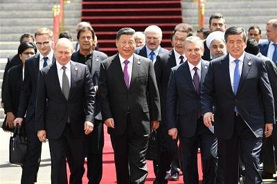 Wielka Brytania i Francja starają się obłaskawić trzy mocarstwa, które dzisiaj najbardziej zagrażają światu: Iran, Chiny i Rosję. Na zdjęciu: azjatycki szczyt w Kirgistanie, 14 czerwca 2019 r., w którym spotkali się m. in. rosyjski prezydent, Władimir Putin, chiński prezydent, Xi Jinping i irański prezydent Hassan Rouhani.
