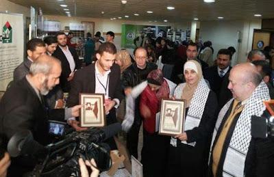 W styczniu 2015 r., podczas jednego z jej triumfalnych objazdów świata arabskiego, nieodczuwająca skruchy, ale uwolniona masowa morderczyni, przemawiała do personelu i studentów Uniwersytetu Al-Jinan</a>w Trypolisie w Libanie, przekazując przesłanie, które wyraźnie spotkało się z aprobatą