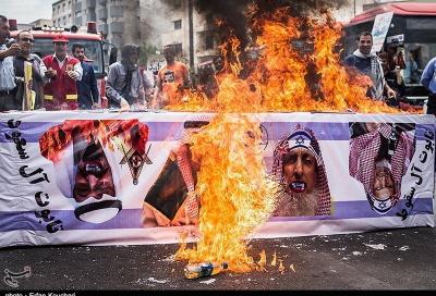Palenie trumny pokrytej flagą izraelską z wizerunkami króla saudyjskiego, Salmana z kłami wampira (Tasnim, Iran, 1 lipca 2016)