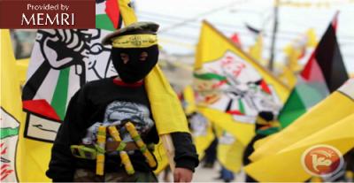 Dziecko ubrane w pas samobójczy niesie flagę Fatahu