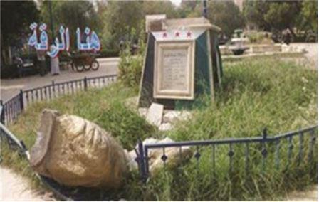 Rozbity pomnik kalifa Haruna Al-Raszyda (zdjęcie: Al-Hayat, Londyn, 10 października 2013)