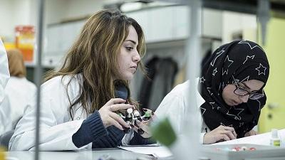 Na izraelskich uniwersytetach lawinowo rośnie nie tylko liczba studentów arabskich, ale również studentów z środowisk ultraortodoksyjnych Żydów.