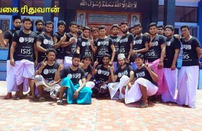 W 2014 r. to zdjęcie muzułmańskich zwolenników ISIS w stanie indyjskim Tamil Nadu rozeszło się po Twitterze jak ogień.