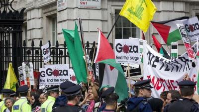 Demonstracja Brytyjczyków w Londynie, przy Downing Street, 9 września 2015. Zdjęcie AFP