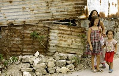 Obóz uchodźców palestyńskich w Libanie, uciekinierzy z bombardowanego przez siły Assada obozu Jarmuk w Syrii, sierpień 2012. (Zdjęcie: AFP –Mahmoud Zayyat)