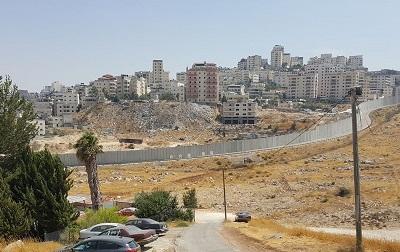 Nielegalne budowle palestyńskie w okolicy Jerozolimy.