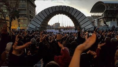 Irańczycy protestujący przeciw polityce ajatollahów, styczeń 2020 (Źródło: Wikipedia)