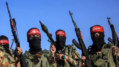 Zamaskowani terroryści PFLP pozują z bronią.Niektórzy członkowie grupy terrorystycznej współpracują również z organizacjami pozarządowymi finansowanymi przez UEFoto: Imago