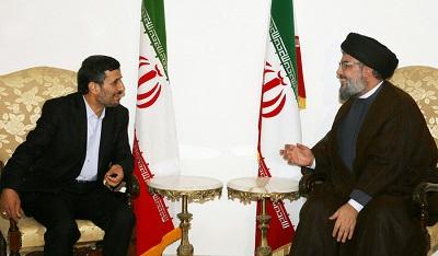 Przywódca Hezbollahu, Hassan Nasrallah (po prawej) spotyka się z ówczesnym irańskim prezydentem Mahmoudem Ahmadineżadem podczas wizyty Ahmadineżada w Libanie 14 października 2010 r. (Zdjęcie: Hezbollah Media Office via Getty Images)