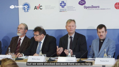 Przedstawiciele NGO Open Doors, wraz z innymi NGO, na konferencji prasowej w maju 2016 r., gdzie przedstawili wcześniejszy raport: \