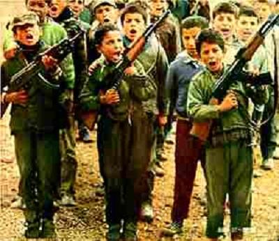 Ludzie podejmujący wysiłki zmierzające do ochrony małoletnich terrorystów nigdy nie protestowali przeciwko militaryzacji wychowania dzieci tak w Gazie jak i w Autonomii Palestyńskiej.