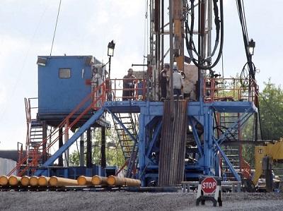 Szczelinowanie jest metodą stymulacji odwiertu, która rozpoczęła amerykański renesans energetyczny. Powyżej: odwiert łupkowego gazu ziemnego na polu w Pensylwanii.