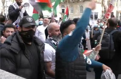 Jest jeden niezawodny sposób zagwarantowania, że Hamas będzie kontynuował stosowanie terroryzmu wobec Izraela.... Tym niezawodnym sposobem jest nagradzanie terrorystów, którzy stosują taką taktykę i karanie ich zamierzonych ofiar, które próbują się bronić. Na zdjęciu: Pro-palestyńska demonstracja w Londynie 11 maja 2021