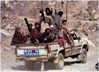 Amerykańscy przedstawiciele, niewystarczająco upokorzeni, próbują zdobyć zapewnienie od talibów, że w zamian za środki pomocowe nie zaatakują amerykańskiej ambasady w Kabulu. Na zdjęciu: zdobyczny samochód armii amerykańskiej (Źródło nieznane)
