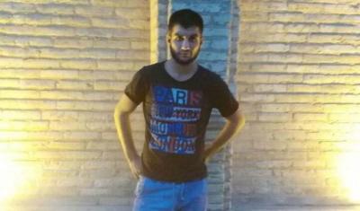 """Sina Dehghan, 21 lat, został skazany na śmierć w Iranie za """"obrażenie islamu"""". W Iranie jest wielu ludzi takich jak on, którzy są obecnie w więzieniu, torturowani codziennie lub oczekujący na egzekucję za """"obrażenie islamu"""", """"obrażenie proroka"""", """"obrażenie Najwyższego Przywódcy"""" – przykłady są niezliczone. (Zdjęcie: Center for Human Rights in Iran)"""