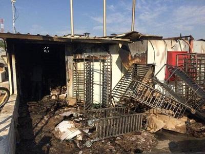 Spalona piekarnia w Sderot po ataku rakietowym.