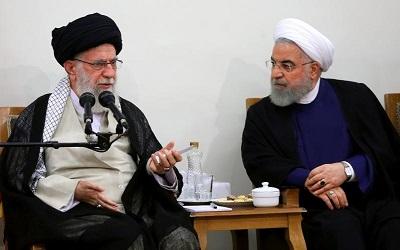 """UE musi skończyć z polityką appeasement wobec mułłów w Iranie. Na zdjęciu: irański """"najwyższy przewodnik"""" ajatollah Ali Chamenei (po lewej) i prezydent Hassan Rouhani, 21 sierpnia 2019 roku. (Zdjęcie: khamenei.ir)"""