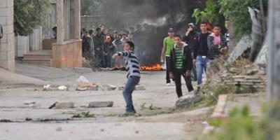 <span>Palestyńczycy podczas rozruchów rzucają kamienie i bomby zapalne na izraelskie siły bezpieczeństwa w El-Arrub, na południowy wschód od Betlejem. Zdjęcie: Izraelskie Siły Obronne.</span>