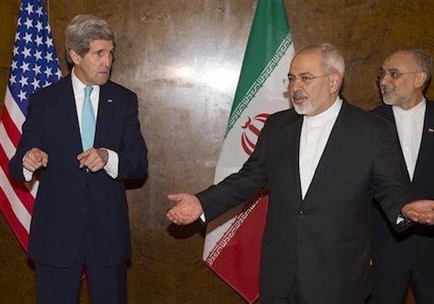 Sekretarz Stanu USA John Kerry i minister spraw zagranicznych Iranu Mohammad Dżawad Zarif (C) na negocjacjach nuklearnych w Montreux w Szwajcarii. (zdjęcie: REUTERS)