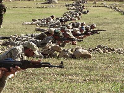 Na zdjęciu: Żołnierze Jednostek Obrony Równiny Niniwy (NPU), asyryjskiej siły bezpieczeństwa, podczas szkolenia. (Zdjęcie: NPU)