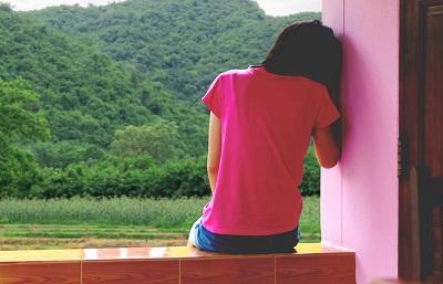 Według oficjalnej statystyki irańskiej co roku zawiera się 180 tysięcy małżeństw dzieci. Małe dziewczynki, zmuszone do małżeństwa, poza fizycznym maltretowaniem i seksualnym wykorzystywaniem często muszą również znosić emocjonalne maltretowanie. (Zdjęcie: iStock. Jest to tylko ilustracja i nie przedstawia żadnej osoby wymienionej w artykule.)