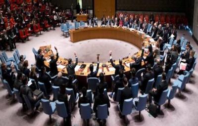 Członkowie Rady Bezpieczeństwa ONZ głosują w siedzibie Narodów Zjednoczonych 23 grudnia 2016 za rezolucją potępiającą Izrael za jego praktykę budowania osiedli na Zachodnim Brzegu i we wschodniej Jerozolimie. (Manuel Elias/The United Nations via Associated Press)