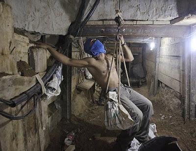 Budowa tunelu Hamasu w Gazie, pa�dziernik 2013 [�ród�o]