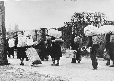Etniczni niemieccy uchodźcy uciekający na zachód {Bundesarchiv, Bild 146-1985-021-09 / Unknown / CC-BY-SA 3.0}