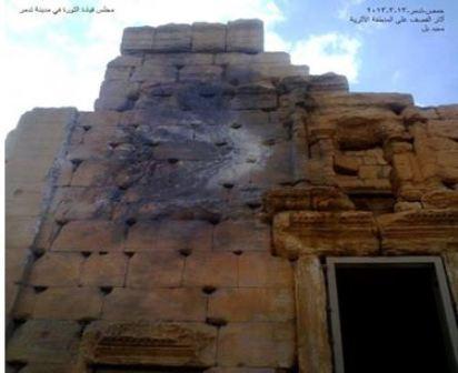 Budynek w Palmirze uszkodzony przez pocisk artyleryjski (zdjęcie: sharek.aljazeera.net/node/62278)
