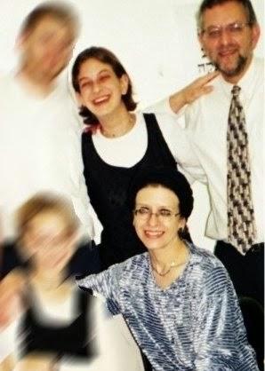Portret rodzinny: autorka z córką Malki<br /> kilka tygodni przed masakrą<br /> w restauracji Sbarro w 2001 r.