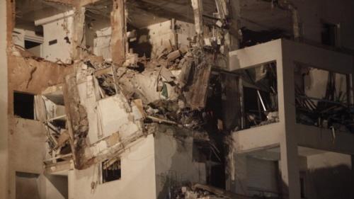 <br />Budynek mieszkalny w Riszon Lezion, na południe of Tel Awiwu, który został trafiony rakietą z Gazy, listopad 2012 (zdjęcie: Miriam Alster/Flash90)