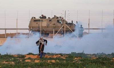 """Zdjęcie, którym """"Guardian"""" ilustruje swój artykuł o """"pokojowych demonstracjach na granicy Gazy i Izraela."""