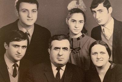 Rodzina Elaszwili przed wyjazdem do Izraela (Z Elashvili Family Passover Hagaddah)