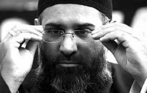 Anjem Choudary, londyński obrońca państwa islamskiego mówi, że ukrzyżowanie i ścinanie głowy to święte zobowiązania (Tal Cohen/Reuters)
