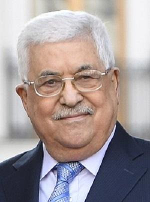 Niedawny sondaż opinii publicznej pokazał, że większość Palestyńczyków nadal niepokoi się rozmiarami korupcji swoich przywódców. Wyniki tych sondaży powinny być komunikatem dla administracji Biden i innych zachodnich darczyńców: fundusze, jakie wysyłacie palestyńskim przywódcom są rozkradane. Jeśli chcecie wysyłać pieniądze, musicie zapewnić, że nie lądują one na prywatnych kontach bankowych palestyńskich przywódców. Na zdęciu: Prezydent Autonomii Palestyńskie, Mahmoud Abbas, bardzo bogaty człowiek, z bardzo bogatymi synami i bogatymi bliskimi współpracownikami. Źródło: Wikipedia.