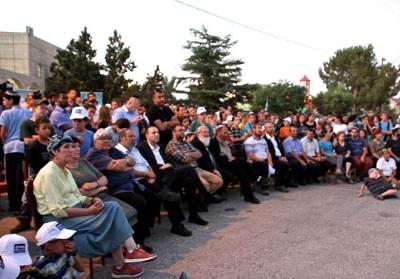 Droga nr 60 zamknięta dla ruchu podczas marszu mieszkańców dla uczczenia pamięci rabina Michaela Marka. (zdjęcie: TOVAH LAZAROFF)