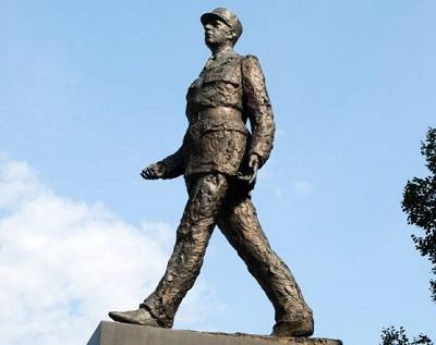 Pomnik<span>generała de Gaulle'a w Warszawie.</span>