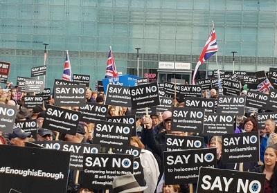 Żydowska społeczność protestuje przeciwko antysemityzmowi na demonstracji w Manchesterze (zdjęcie: RAPHI BLOOM)