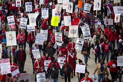 Nauczyciele publicznych szkół w Chicago strajkują od 17 października, pozostawiając na lodzie 350 tysięcy uczniów i ich rodziców. Kiedy pracownicy państwowi porzucają swoje miejsca pracy, ich celem jest zadanie maksymalnej dolegliwości zwykłym obywatelom.