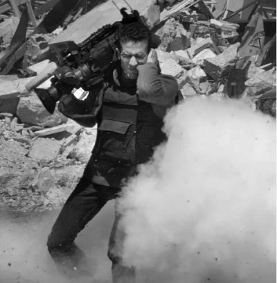 Kamerzysta agencji informacyjnej Reuters w mieście Ramallah na Zachodnim Brzegu, kwiecień 2002 CHRIS HONDROS/GETTY IMAGES