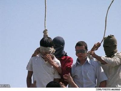 """Iran pozostaje drugim największym na świecie katem po Chinach. W latach 200-2019 wykonano tam co najmniej 8 tysięcy wyroków śmierci. Tylko w pierwszych miesiącach 2021 roku powieszono co najmniej 27 więźniów. """"Egzekucje w islamie – mówił ajatollah Ruhollah Chomeini – są egzekucjami miłosierdzia… To jest jak lekarz uwalniający nożem społeczeństwo od szkodliwych wpływów\"""