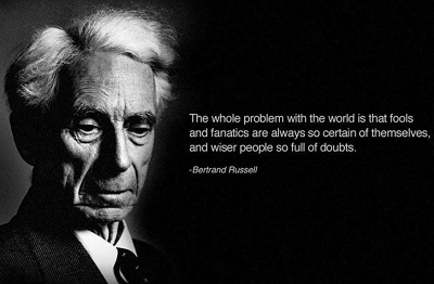 Całym problemem z tym światem, jest to, że durnie i fanatycy są zawsze tak pewni siebie, a mądrzejsi ludzie tak pełni wątpliwości.