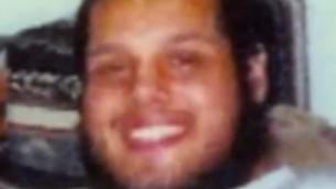 """Ten uśmiechnięty, pucołowaty terrorysta, wysadził się w powietrze w pubie w Tel Awiwie. Nie był """"uciskanym Palestyńczykiem"""", ale brytyjskim muzułmaninem, który nigdy nie doświadczył """"okupacji izraelskiej"""".<br /> (zdjęcie z https://www.youtube.com/watch?v=3snFKgi5fsw)"""