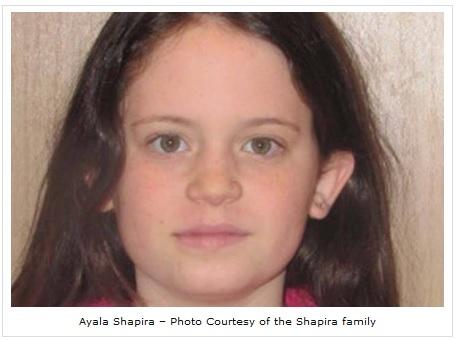 25 grudnia 2014. Jedenastoletnia dziewczynka, Ayala Shapira została przewieziona do szpitala w stanie krytycznym, a jej ojciec został ranny, kiedy jeden terrorysta wybiegł przed samochód, licząc na odruch kierowcy, a drugi, w chwili gdy kierowca zahamował, wrzucił do wnętrza samochodu koktajl Mołotowa.