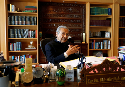 Były premier Malezji, Mahathir Mohamad, podczas wywiadu w Putrajaya w Malezji. (zdjęcie: REUTERS)