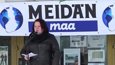 """W Finlandii Terhi Kiemunki, polityk Partii Finów, została przez sąd uznana za winną """"szkalowania i obrażania wyznawców wiary islamskiej"""". (Zrzut z ekranu: YouTube)"""